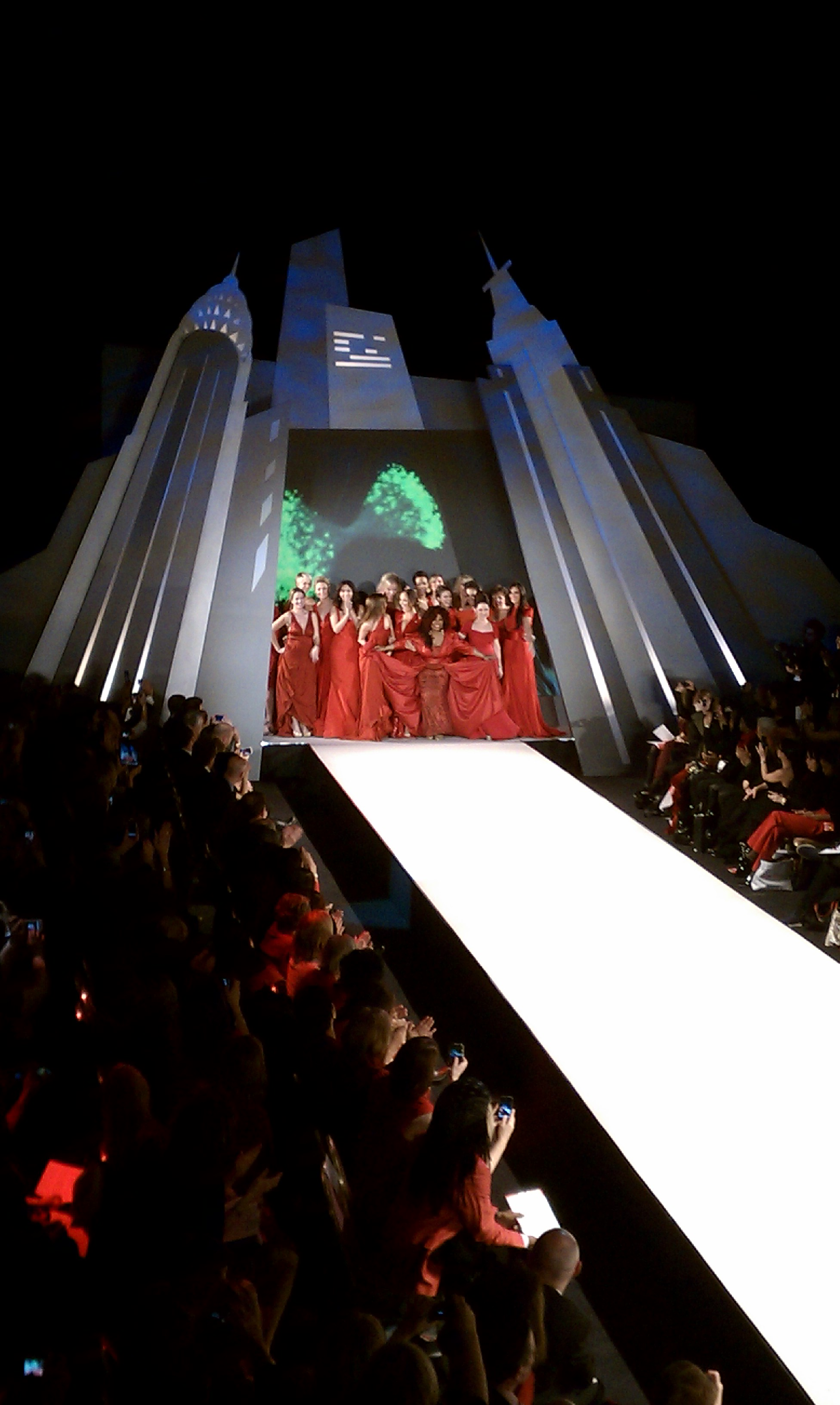 Rose mcgowan: heart truth red dress fashion show pictures