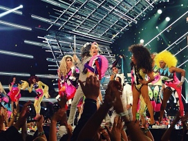 Miley Cyrus and queens from RuPaul's Drag Race performing at the 2015 MTV Video Music Awards